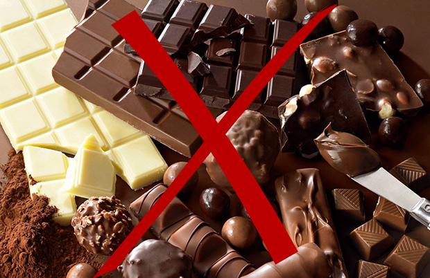 Исключить из питания шоколад