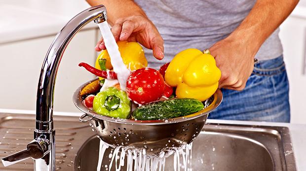 Тщательное мытье овощей